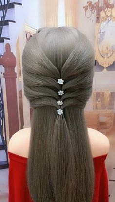 This hairstyle makes your boyfriend like it better - My list of the most creative hairstyles Low Ponytail Hairstyles, Girl Hairstyles, Hairstyle Short, Medium Hair Styles, Curly Hair Styles, Girl Hair Dos, Hair Upstyles, Long Hair Video, Grunge Hair