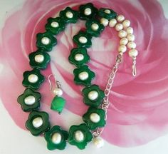 "This  necklace - earrings  set  features  22 mm / 1.75""  green  agate  star- shaped  beads  and  10 mm  white  fresh  water  pearls.                Necklace  measures  18.5""  with  a  3""  silvertone"