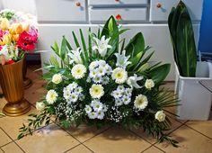Funeral Floral Arrangements, Easter Flower Arrangements, Creative Flower Arrangements, Flower Arrangement Designs, Beautiful Flower Arrangements, Flower Centerpieces, Flower Decorations, Beautiful Flowers, Altar Flowers