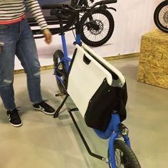 Foldable load box on @muli_cycles cargobike. Awesome concept!