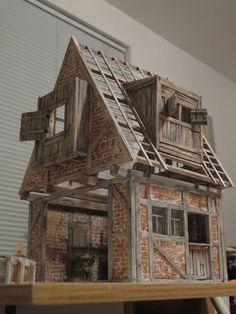 Mini Tudor