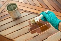 Shopping for a wood stain? Read about types, features, and other must-know topics in our wood stain buying guide to make an informed choice. Best Deck Sealer, Best Deck Stain, Staining Cedar Wood, Deck Staining, Stain Wood, Deck Stain Colors, Exterior Wood Stain, Uses For Coffee Grounds, Timber Deck