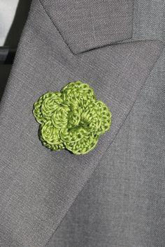 how to make a crochet lapel pin