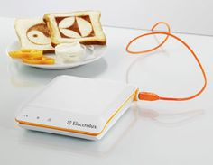 The Scan Toaster, designed by South Korean designer Sung Bae Chang for the Electrolux Design Lab 2008 competition, can print the news, weather forecasts and photos directly onto the bread. The concept is simple -- just plug the toaster into a free USB por Cool Toasters, Usb Gadgets, Gadgets And Gizmos, Cool Gadgets, Potpourri, Usb Stick, Cool Technology, Cool Inventions, Kitchen Gadgets
