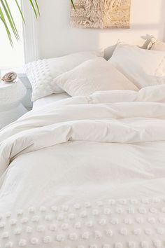Urban Outfitters Tufted Dot Duvet Cover - Rose Twin/Twin Xl One Size White Duvet Covers, Duvet Cover Sets, Full Duvet Cover, White Comforter Bedroom, Bed Comforter Sets, White Bedding Set, Fluffy White Bedding, Cozy White Bedroom, Home Bedroom