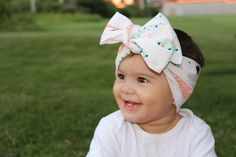 Beautiful large feather drawings on this baby girl head wrap make for the perfect hair accessory, bold black, pink and mint green feathers with triangles create a stunning and playful vibe when worn. Newborn Bows, Newborn Headbands, Baby Girl Headbands, Baby Girl Newborn, Baby Girl Bows, Girls Bows, Baby Girls, The Perfect Girl, Cute Headbands