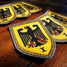 vintage militaria -love that German Eagle! Army Patches, Blood Groups, German Uniforms, German Army, Porsche Logo, Armour, Nerd, Eagle, Geek Stuff