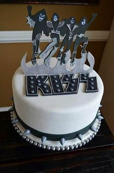 This Is A Grooms Cake I Made For A Kiss Fan All Hand Cut From Gumpaste This is a groom's cake I made for a KISS fan. All hand cut from. Black Party, Beautiful Cakes, Amazing Cakes, Fondant Cakes, Cupcake Cakes, Kiss Rock, Banda Kiss, Cake Band, Cake Wrecks