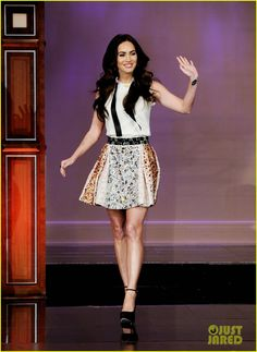 Megan Fox, in Dolce&Gabbana, on The Tonight Show With Jay Leno. She looks adorable, which I find surprising—doesn't she usually go for sexy? I love this.