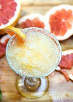 Frozen Grapefruit Margaritas with Salt Sugar Lime Rims by panningtheglobe #Cocktails #Margarita #Grapefruit