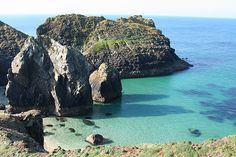 #KynanceCove is just 1 of Paxo's Picturesque Places for a #Picnic in West #Cornwall. Check out the others here... http://www.johnfowlerholidays.com/news/paxo%E2%80%99s-picturesque-places-picnic-west-cornwall