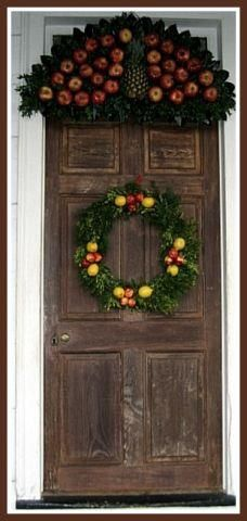 Colonial Williamsburg Christmas door.  For above our door...in the triangle part?  Maybe?