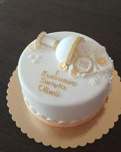 White and gold single tier First Holy Communion cake.ie , Dublin. Fondant Cakes, Cupcake Cakes, Cupcakes, Comunion Cakes, Cake Paris, First Holy Communion Cake, Religious Cakes, Confirmation Cakes, Occasion Cakes
