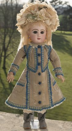 "19"" (49 cm) French Jumeau bebe doll with closed mouth Antique dolls at Respectfulbear.com"