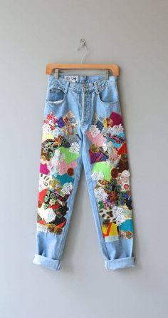 21 Wege, dem Patchwork Jeans Trend zu folgen – Rebel Without Applause Diy Fashion, Ideias Fashion, Fashion Outfits, Womens Fashion, Fashion Design, Fashion Ideas, Hippie Fashion, Funky Fashion, Jeans Fashion