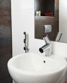 Where there's no room for a bidet, Oras Bidetta is indispensable. Use it on your toilet bowl for an effective bidet shower. Turn on the faucet and press the Bidetta's trigger to operate the shower. Once the trigger is released, water flows from the faucet spout again. Il Bagno Alessi dot by Oras.