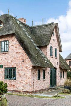 "Ferienhaus ""Strand-Hues"" in Wenningstedt, Sylt - #Reetdachhaus"