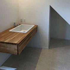 最近、実験用シンクが流行っているのだそうですよ - 偕成不動産 Natural Interior, Washroom, Bath Caddy, House Plans, Sink, Laundry, Bathtub, Nice Ideas, House Ideas