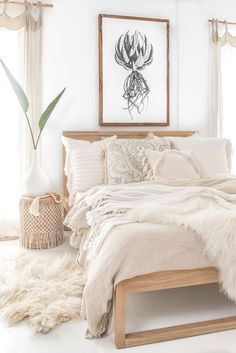 60 Adorable Modern Farmhouse Bedroom Design Ideas a&; 60 Adorable Modern Farmhouse Bedroom Design Ideas a&; Sanat Will 60 Adorable Modern Farmhouse Bedroom Design Ideas and Decor […] decor thrift stores Small Apartment Bedrooms, Big Bedrooms, Bedrooms With White Walls, Small Apartments, Bedroom With Plants, Cozy Small Bedrooms, Vintage Bedrooms, White Apartment, Theme Bedrooms