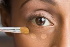 Concealer can be quite confusing at the best of times. even more so if you are just starting out with makeup. Here are a few concealer tips for beginners . Beauty Hacks Lazy, Beauty Hacks For Teens, Beauty Ideas, Makeup Tricks, Makeup Ideas, Makeup Tutorials, Beauty Tutorials, Makeup Tools, Makeup Brushes