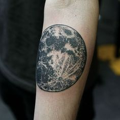 Realistic moon tattoo Black realistic moon tattoo on the arm Tattoo On, Dot Work Tattoo, Piercing Tattoo, Cloud Tattoo, Lion Tattoo, Dot Tattoos, Black Tattoos, Body Art Tattoos, Tatoos