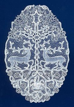 Halasi csipke , - Csodaszarvas Élet-Fával Lace from Halas, HUNGARY, Wonder-deer with the Life-Tree Hungarian Embroidery, Diy Embroidery, Embroidery Patterns, Embroidery Stitches, Needle Lace, Bobbin Lace, Antique Lace, Vintage Lace, Nottingham Lace
