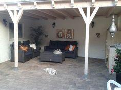 Voor het schilderen van de terrasoverkapping is Sigmalife Stain matt kleur 0010 gebruikt. www.decohomebos.nl