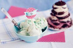 мороженое со вкусом голубого сыра с белым шоколадом и грецкими орехами