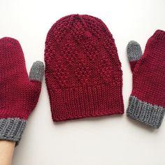 Мой комплект из праздничного Big Merino 🍷❤️Из двух мотков получилась удлинённая шапочка и 1,5 варежки 😂😂😂 Но всем буду говорить, что так задумано 👌🏻 Типа практично на правой руке пальцы открыты, в телефон тыкать удобно 📲😊 Будет время варежки перевяжу на меньше размере, все таки на 5 рыхловатые получились🙄Но за неимением никаких пока сойдут и эти 👍🏻 #handmade_by_julialeontieva #knitting_withlove_by_julialeontieva #handmade #knit #knitted #knitting #instaknit #instaknitting…