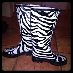 💥15% off bundles💥 Zebra Print Rubber Boots Size 6 and never worn. Rassoli brand zebra print runner boot. Not much rain in the valley lately. Rassoli Shoes