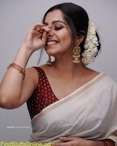 Indian Photoshoot, Saree Photoshoot, Onam Saree, Kerala Saree Blouse Designs, Set Saree, Saree Hairstyles, Saree Jewellery, Saree Poses, Saree Trends