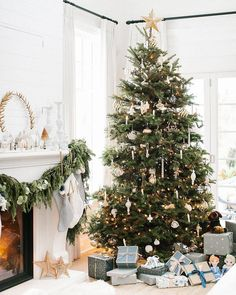 Stunning Christmas Tree | The Lovely Deco