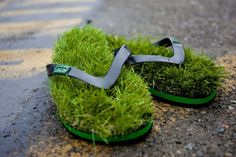 chanclas made of grass