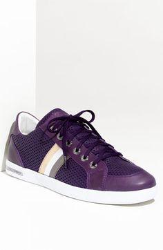 Dolce - No sólo nosotras nos merecemos unos buenos zapatos. Y el morado se ve genial en hombres. Purple is the new pink!