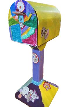 Love this DIY cardboard kids' mailbox. It will be put to good use even after the crafting is over.