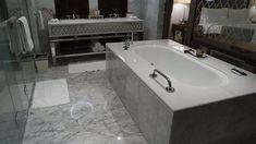 Bilderesultat for marbel bathroom