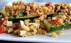 Hier finden Sie ein Rezept für die Zubereitung von vegane Gefüllte Zucchini mit Quinoa und Tofu. Knackiger Biss, fruchtig-frisches Aroma.