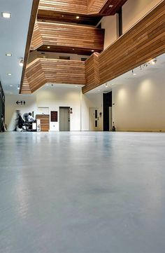 The modern seamless concrete floor harmonises with the wood panels throughout the building. Combining two different materials can sometimes prove difficult but here it worked out great in this London Lobby.