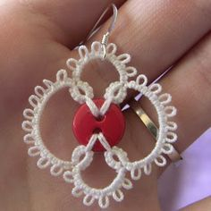 tatting patterns for beginners | Tatting it Up: Three Earring Patterns. (Buttons and beadwork!)