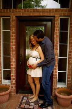Pregnancy picture :)want at out new house!