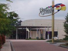 Valkenburg ligt in de Nederlandse gemeente Valkenburg aan de Geul en is gelegen in Zuid-Limburg. De stad Valkenburg heeft een sterk toeristisch karakter, in de loop der jaren is Valkenburg uitgegroeid tot de belangrijkste toeristische trekpleister van de regio met per jaar ruim 1,1 miljoen overnachtingen in pensions, hotels, bungalowparken en vakantiewoningen.