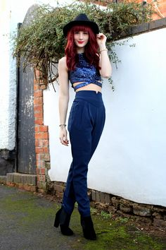 Uk Fashion, Vintage Fashion, Fashion Outfits, Red Hair With Bangs, Cigarette Trousers, Hairstyles With Bangs, What I Wore, Put On, Personal Style