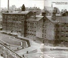 Duke Street Prison demolished 1957 became Duke Street Hospital.Where I was born. Scotland History, Uk History, Glasgow Scotland, Local History, Liverpool Town, Liverpool History, Old Pictures, Old Photos, Victorian Prison