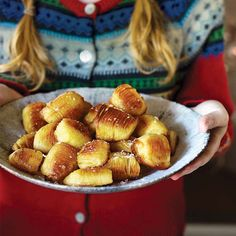 This ultra-crisp, easy-to-make roast potato recipe goes well with any roast or makes a great veggie side dish. One for the festive table, too.