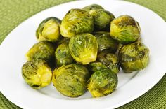 18 Easy Paleo Diet Recipes - Simple Roasted Brussels Sprouts - Men's Fitness - Page 14 Garlic Brussel Sprouts, Roasted Sprouts, Brussels Sprouts, Best Thanksgiving Side Dishes, Gluten Free Thanksgiving, Thanksgiving Recipes, Thanksgiving Holiday, Diet Recipes, Healthy Recipes