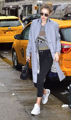 Gigi Hadid Out in New York 01/24/2017. Celebrity Fashion and Style | Street Style | Street Fashion