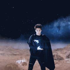Xiumin using his power <3 ID SO DATE HIM LIKE FREE JUNK FOOD CMON GUYS