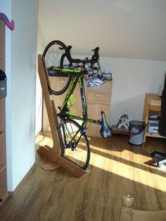 Bike Rack of Wood Bike Rack of Wood: 3 Steps (with Pictures) – Garage Organization DIY Wood Bike Rack, Diy Bike Rack, Bike Hanger, Bike Storage Rack, Small Storage, Diy Storage, Bike Storage Apartment, Vertical Bike Rack, Range Velo