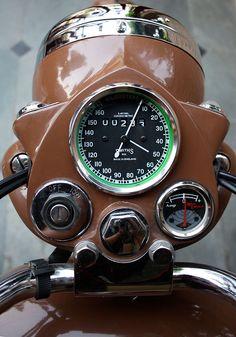 Custom Royal Enfield on Behance Enfield Bike, Enfield Motorcycle, Motorcycle Style, Vintage Bikes, Vintage Motorcycles, Vintage Cars, Vintage Stuff, Retro Vintage, Royal Enfield Classic 350cc