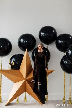 Where do we get ourselves a star? | WedLuxe – Pop The Champagne! | Photography By: Purple Tree Photography Follow @WedLuxe for more wedding inspiration! #wedluxe #wedluxemagazine #gold #black #blackandgold #blackandgoldwedding #trendy #chic #star #decor